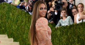 Beyonce attends Met Gala without Jay Z and her wedding ring