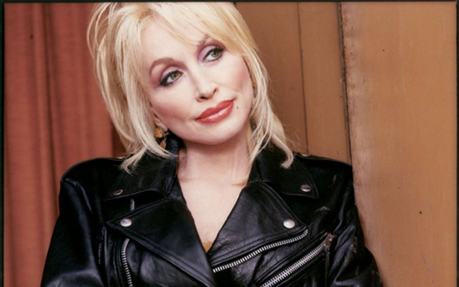 Dolly Parton Renews Her Vows After 50 Years Of Marriage Q Fm