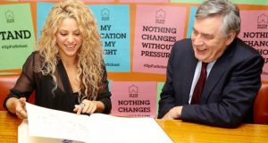 Shakira presented Gordon Brown with the Up For School petition in 2015