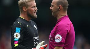 Leicester City goalkeeper Kasper Schmeichel criticised the officials